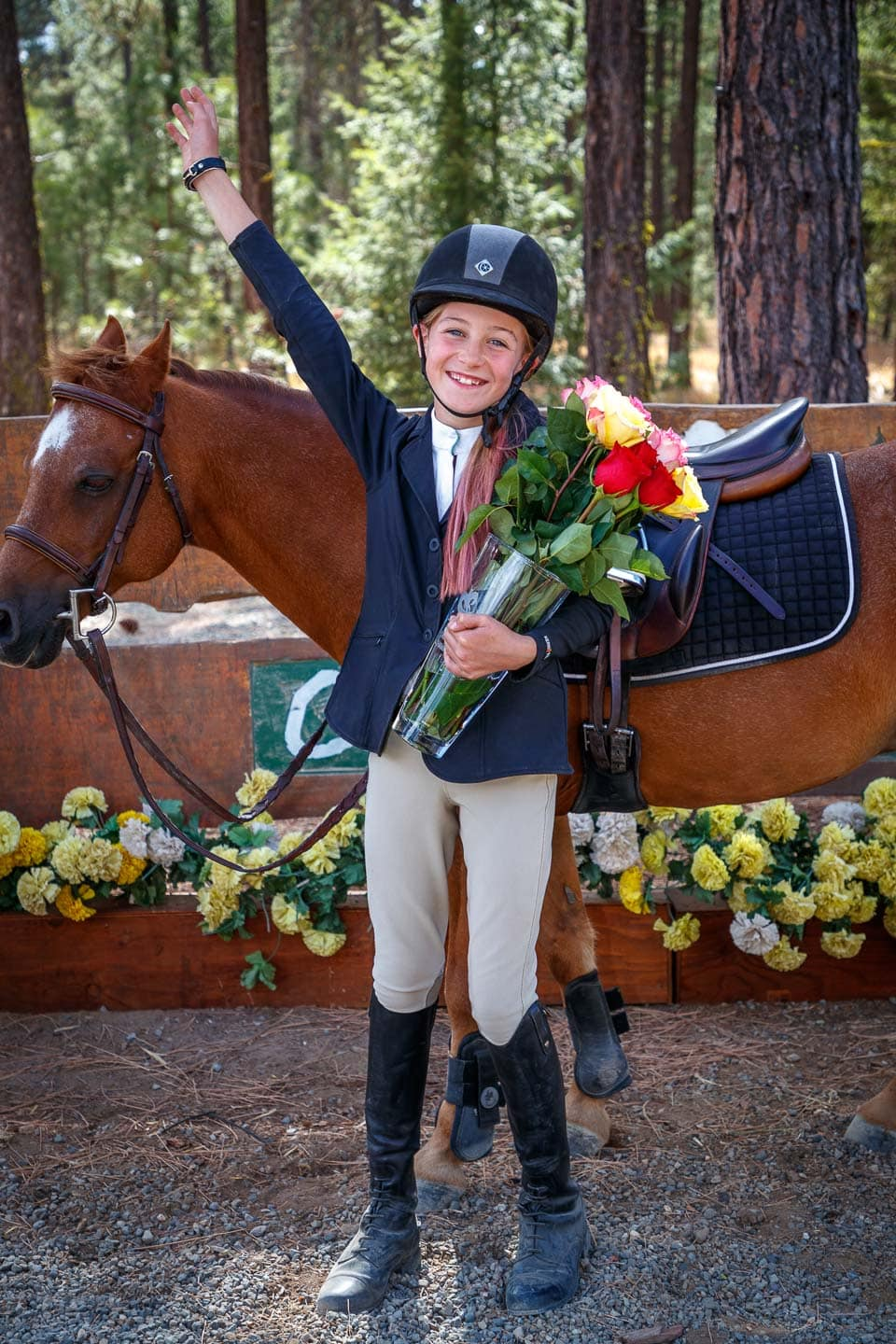 Sahalee Fox receiving the 2018 Cascade Circuit Cup award for her pony Morton's The Celebrity in the Jumper to 1.05m category.